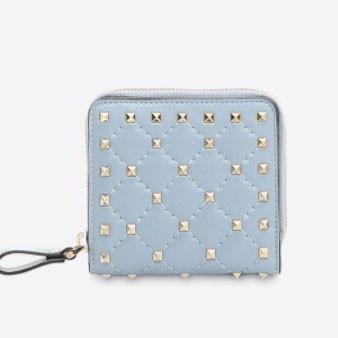 VALENTINO 折りたたみ財布 MW0P0P03NAP L32マイクロスタッズが印象的なロックスタッズ Wallet ヴァレンティノ 財布 コピー