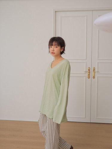 V-Neck Long-Sleeved T-Shirt