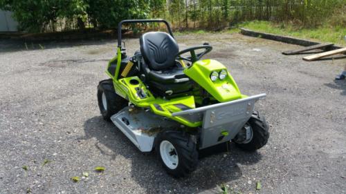 Self-propelled zero-turn lawn mower