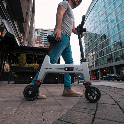 The Folding E-Bike Collapses Down To Fit In Your Backpack