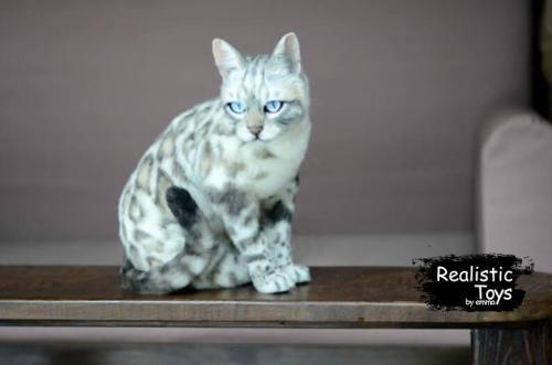Emma Realistic Toys - Realistic & Lifelike Snow Bengal Cat Simba