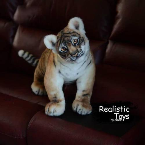 Emma Realistic Toys - Realistic Tiger Kenji