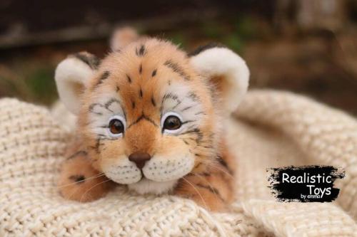 Emma Realistic Toys - Realistic Tiger Sissy