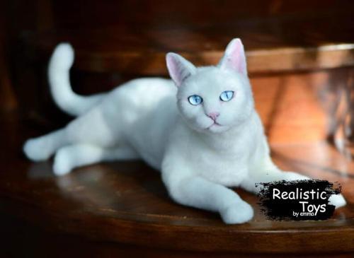 Emma Realistic Toys - Realistic & Lifelike Frosty Cat  Nala