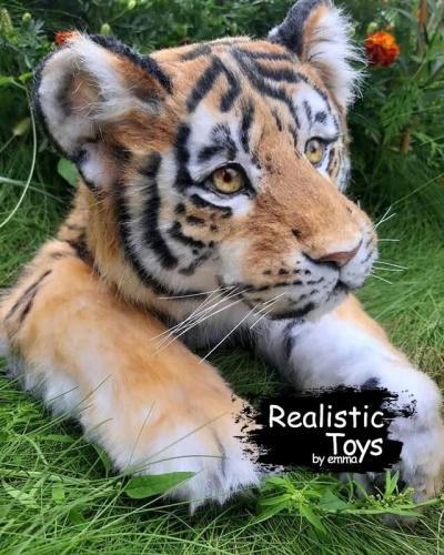 Emma Realistic Toys - Realistic Tiger Hunter