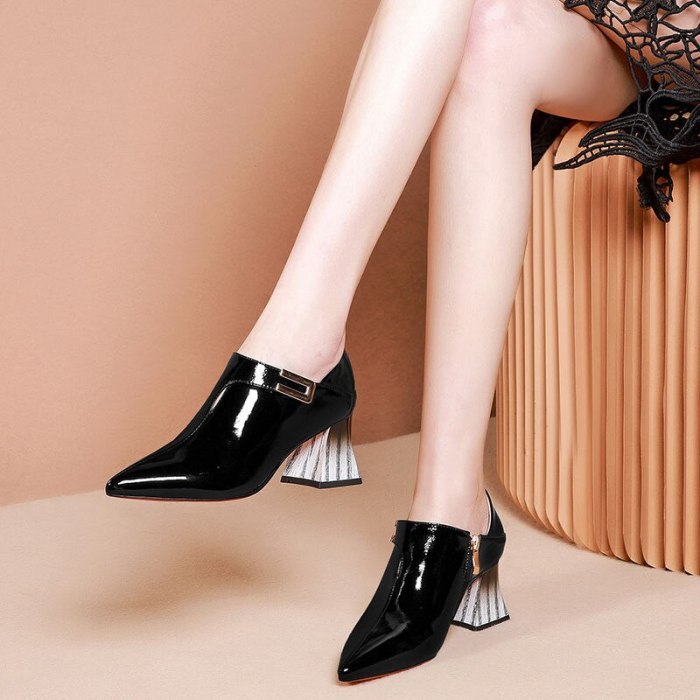 2020 Spring/Fall Women's Shoes Woman High Heels Soft LEATHER Pointed toe Women Pumps Square Buckle Sticker Sock Free White Black