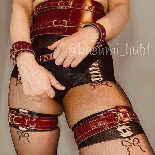 ワインレッド 高級合成革 拘束太腿枷