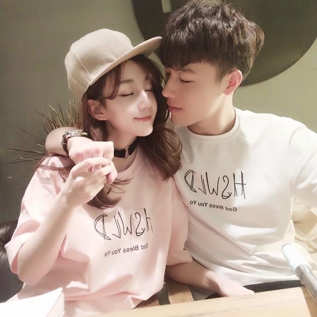 Couples wear summer short sleeves