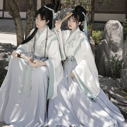 Hand-embroidered Hanfu couple costume