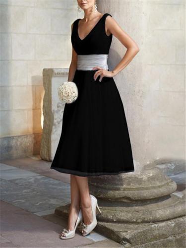 Pretty V Neck Sleeveless Fitted Waist Flare Midi Dress