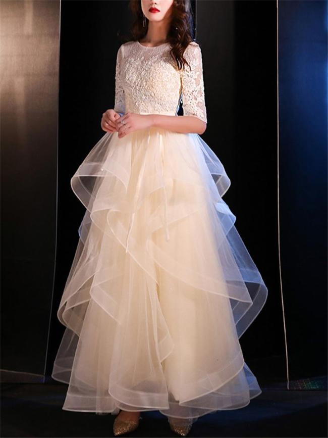 Exquisite Applique A-Lined Tulle Gown for Evening
