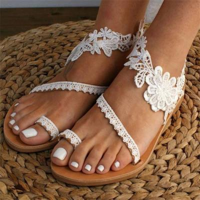 Feminine Design Toe-Ring Floral Lace Panel Flat Rubber Sole Lightweight Sandals