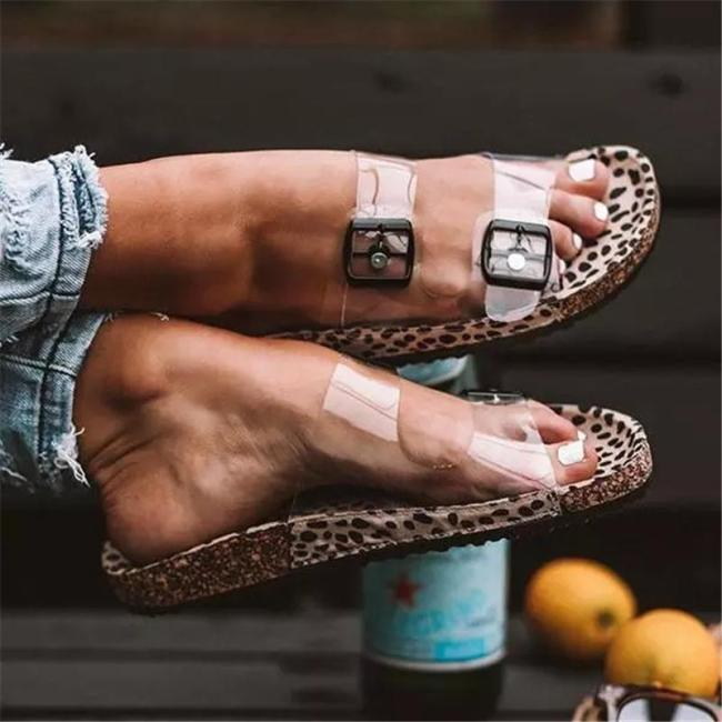 Open-Toe Clear Straps Silver Buckles Cheetah Print Lightweight Slippers