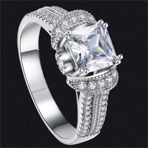 Fashionable Geometric Inlaid Zircon Ring