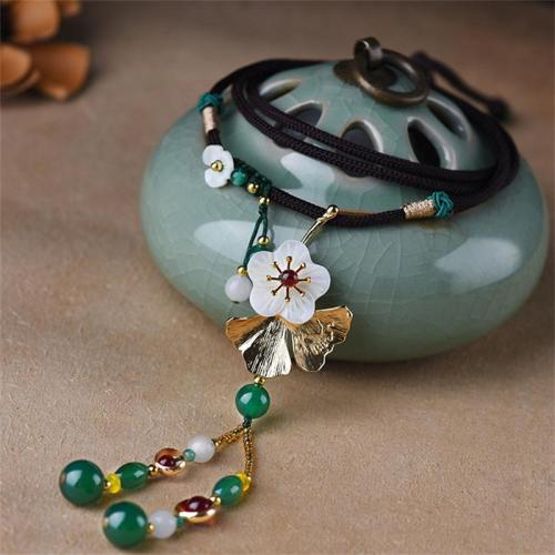 Women's Vintage Shell Flower Green Agate Pendant Necklace