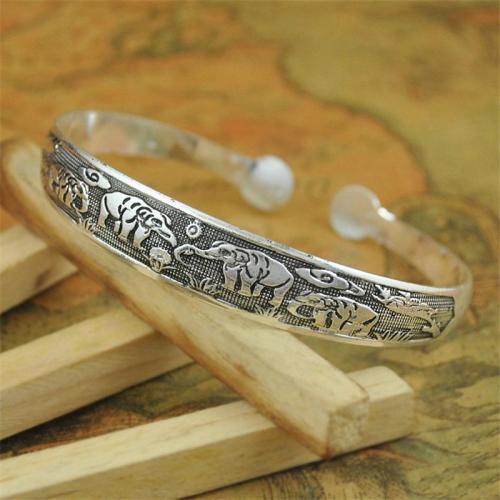 Vintage Style Decorative Carved Patterns Silver Bracelet For Women