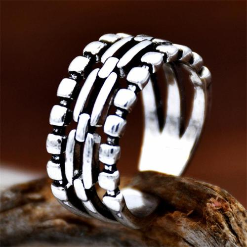 Slip-On Style Distinctive 3-Row Chain Detailing Adjustable Ring