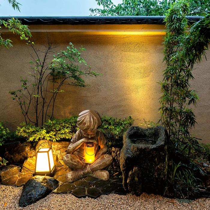 Garden Decoration Lamp (A Boy Holding Bright)