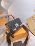 LV classic three-piece set ➕ card package with pendant! Universal package type!
