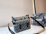 Dior embroidered knitted canvas shoulder bag  28 * 26