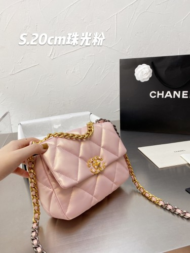 Chanel 19  bag Bead light pink  25 cm