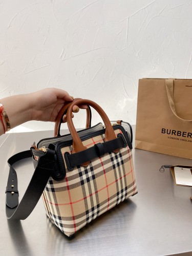 Burberry/Burberry shopping bags