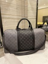 Louis Vuitton travel bag of the same style