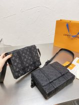 Louis Vuitton carries the same camera bag for both men and women