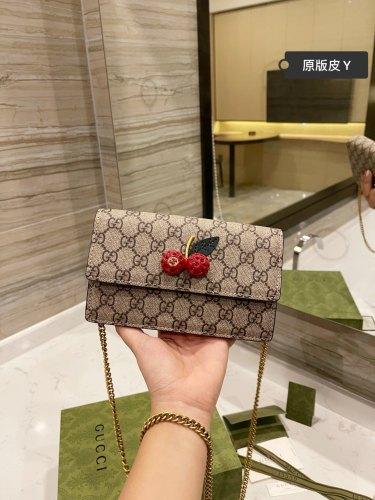 Gucci cherry bag ♥♥ Stereo rhinester hardware counter super explosive women's backpack shoulder bag