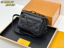 LV this year's most beautiful bag men and women eat LV this soft box mini soft trunk really