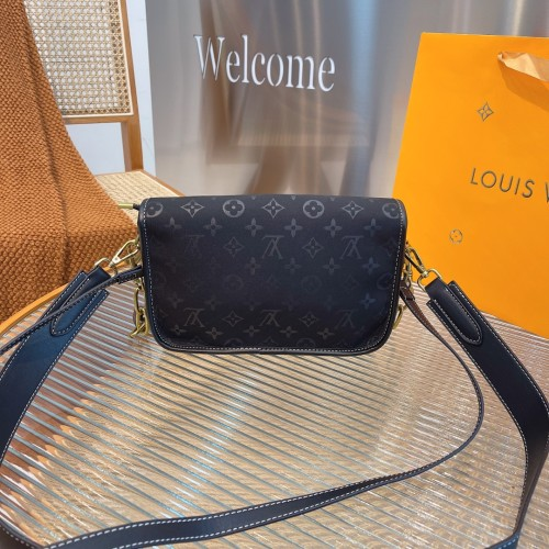 Lv new all-purpose bag! Specific material