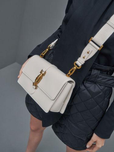 Single Chain Handle Shoulder Bag