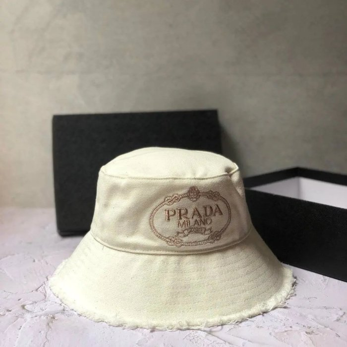 Canvas with worn-out edges design bucket hat