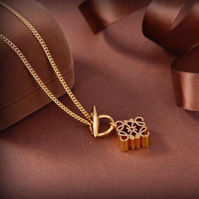 Simple and elegant necklace