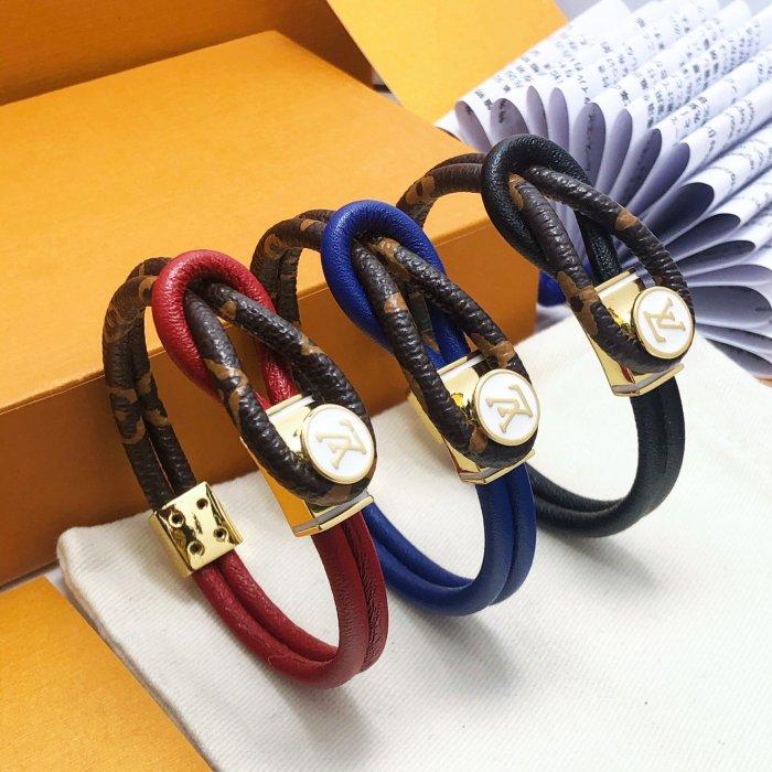 Double button leather bracelet
