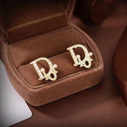 Pearl letter stud earrings