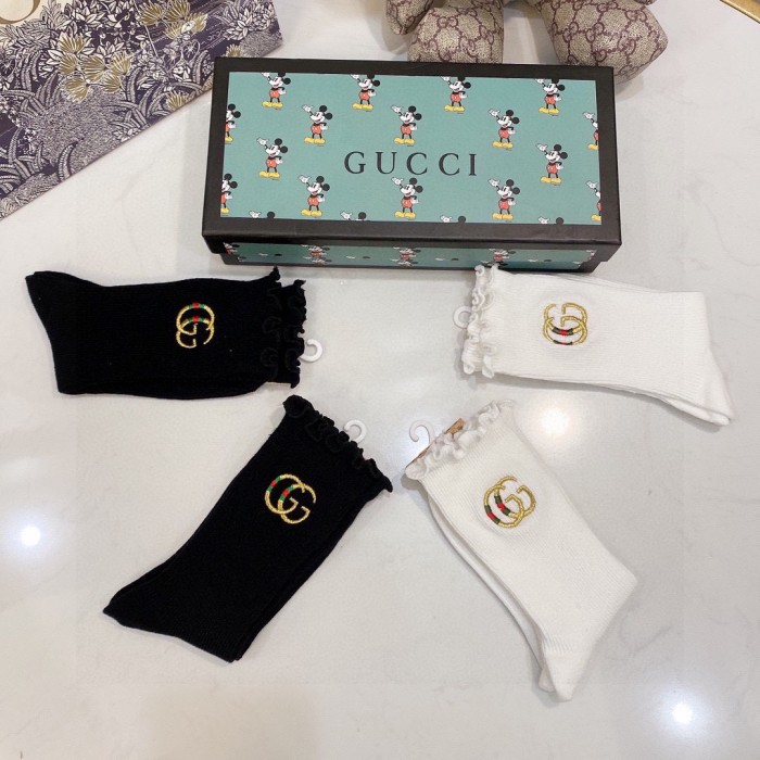 Classic Mid-length Wavy Embroidered Pile Socks