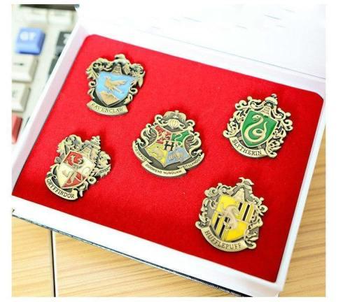 Harry Potter Hogwarts School Gryffindor Slytherin Ravenclaw Hufflepuff Symbol Metal Badge